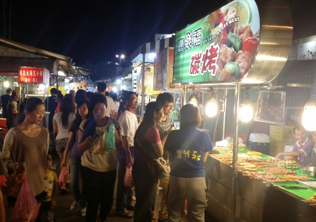 Experiencing the carrefour night market cush travel blog - Puerto de indias carrefour ...